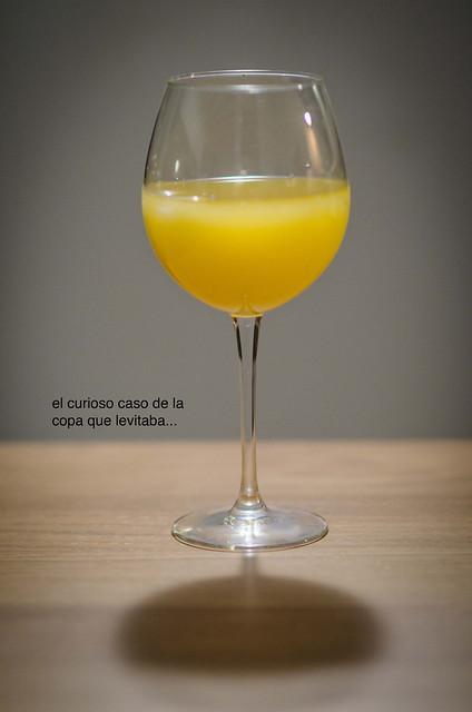 8/366: el curioso caso de la copa que levitaba...