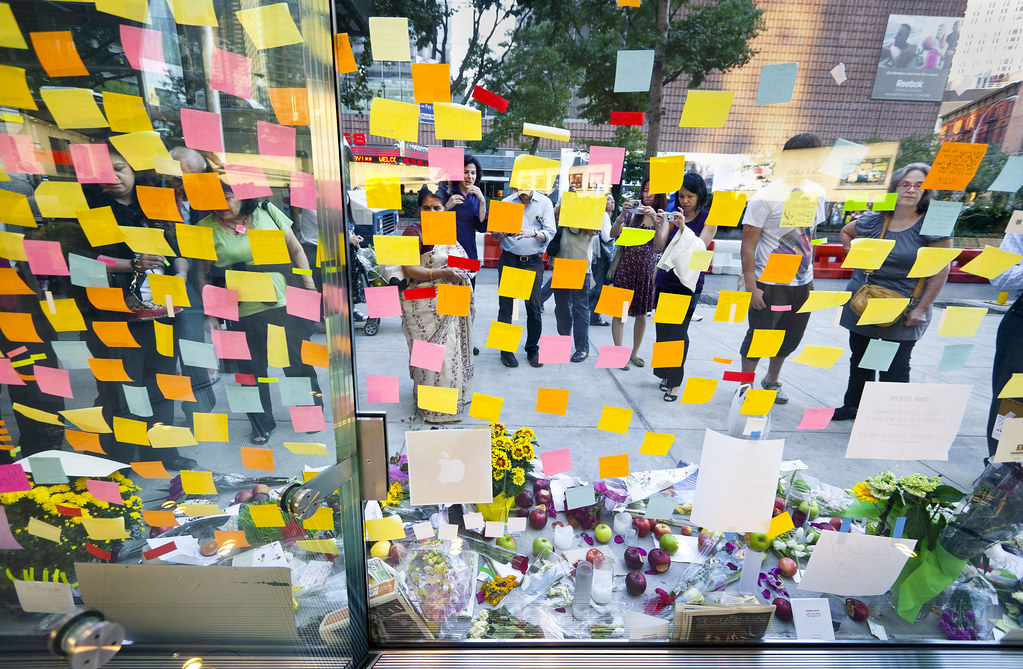 Steve Jobs memorial, Apple Store Upper West Side