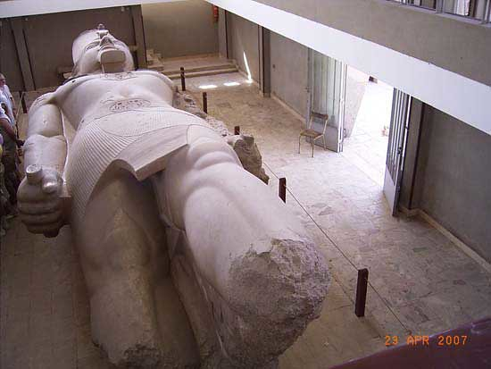 Colossus of Pharaoh Ramses II. Memphis. mon.