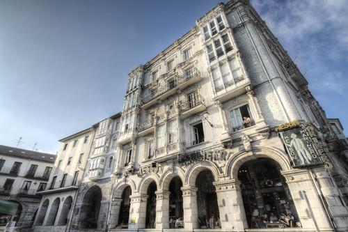 White building. Castro-Urdiales, Cantabria. Edificio blanco