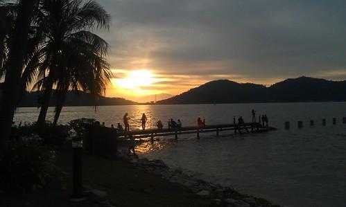 Menikmati Sunset di Marina Island