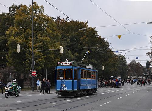Kurz vor der Maximiliansbrücke führt der A-Wagen den Korso an
