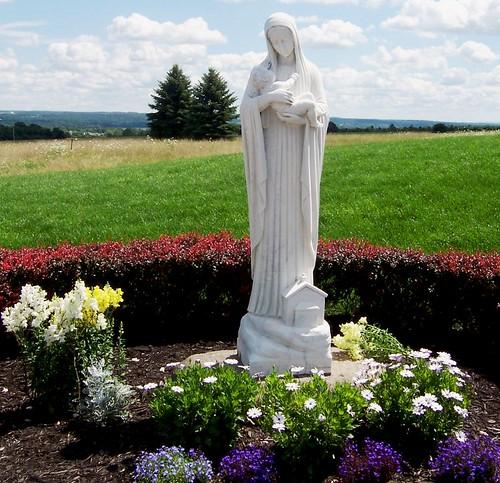 Imagen de la Virgen en el parque