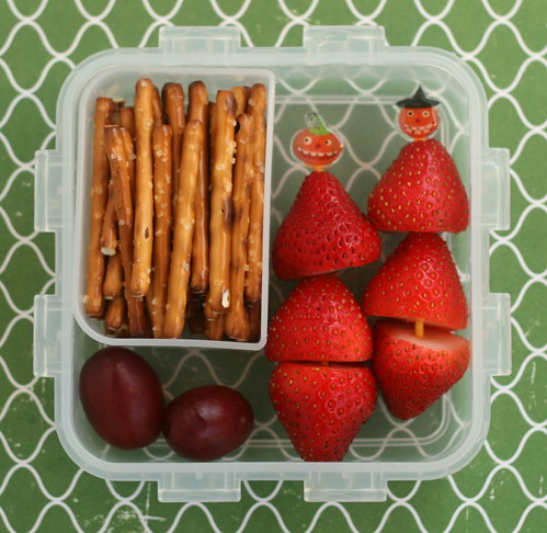 snack bento: pretzels & fruit