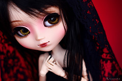 Reimi needs your help... (Rinoninha) Tags: red black rojo doll negro gothic chips wig pullip blanche 27 mueca coolcat gtica peluca reimi leeke obitsu leekeworld rewigged rechipped