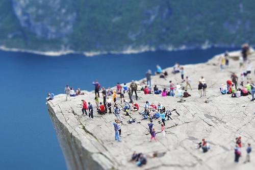 無料写真素材, 自然風景, ビーチ・海岸, 崖, ティルトシフト・ミニチュアフェイク, 風景  ノルウェー, 人物  群集