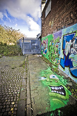 Off The Wall (Jez Blake) Tags: street art graffiti hull si2