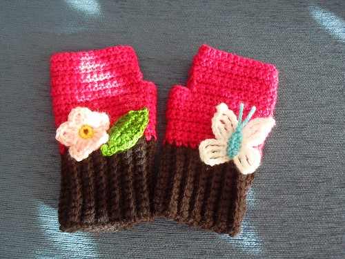 Commission: fingerless mittens