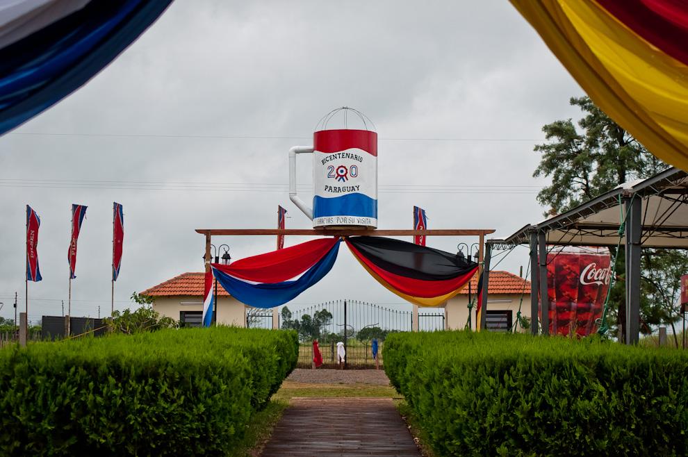 En Colonia Independencia, ciudad que corresponde al departamento de Guairá, la organización del Chopp Fest en su 34° edición, decidió decorar el Club con banderas y alegorías bicentenarias debido a la oportuna relación entre el nombre de la colonia y el bicentenario de nuestra independencia. (Elton Núñez)