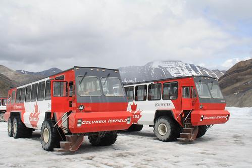 Explore Rockies Snow Coaches