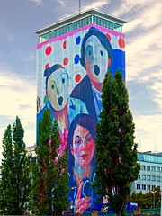 2011 Tower cladding  under the motto 'sense of family' (Vestaligo) Tags: vienna family building tower art painting geotagged austria europe artist fabric gebude stoff ringturm