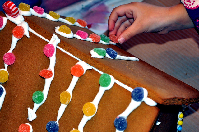 gingerbread house hand