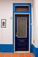 Uma porta azul (Natalia Romay Photography) Tags: door blue red summer portugal lines azul canon rojo puerta vermelho porta verano odeceixe alentejo 41 lneas nataliaromay