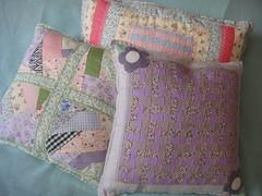 Novidade... (By Al) Tags: floral handmade carinho pillow patchwork tapete almofada tecido algodo imagensbyal