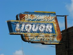 Mapleview Liquor (altfelix11) Tags: minnesota austin rust neon rusty neonsign 4thstreet liquorstore fourthstreet vintagesign mapleview vintageneonsign mapleviewliquor