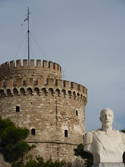 White Tower of Thessaloniki, Greece (GeorgeMegas) Tags: thessaloniki salonika macedonia greece hellas europe architecture whitetower  lefkospyrgos whitetowerofthessaloniki monument museum waterfront olympic ancient athens2004 balkans southerneurope balkanpeninsula