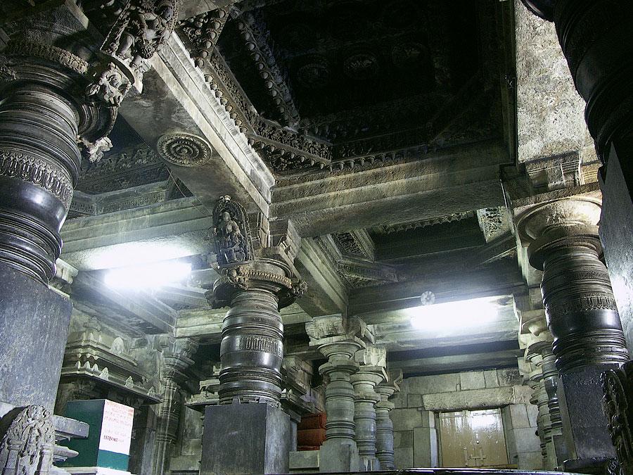 Белур, Карнатака, Индия © Kartzon Dream - авторские путешествия, авторские туры в Индию, тревел видео, фототуры