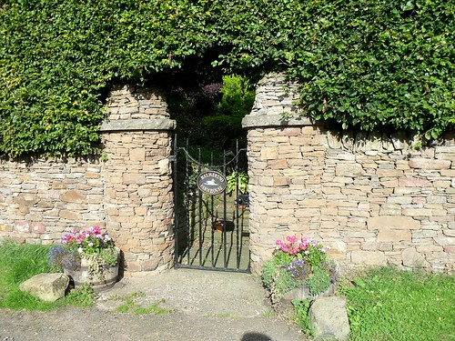 Balmerino farmhouse gate