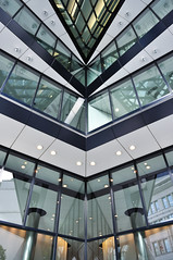 Gherkin (FADB) Tags: inglaterra england building london tower art st rio arquitetura 30 thames architecture river arquitectura arte swiss united mary kingdom headquarters norman foster londres axe re gherkin partners reino unido tamisa