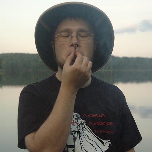 Естественно он курит... Беломор DSC_4250