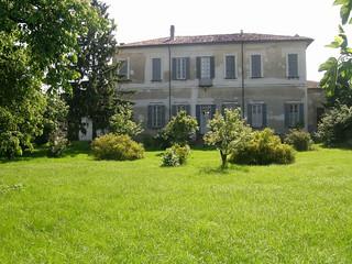 La Cascina Cantalupo: fronte affacciato sul giardino retrostante