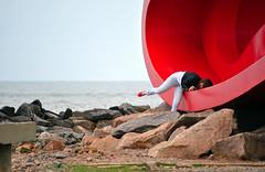 Self-Timer (De Santis) Tags: camera red brazil woman praia beach girl brasil pose nikon foto candid mulher vermelho sp santos moça garota paulo sao são position escondida d3000