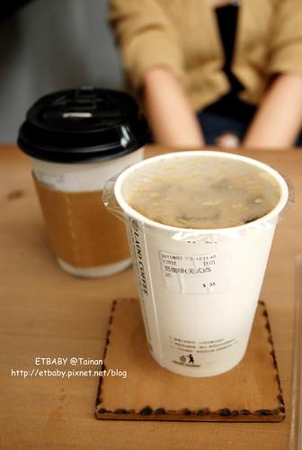 黑咖啡/35元;卡布其諾