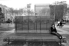 Namoradinha (Thiago Souto) Tags: plaza city cidade bw black argentina branco bench buenosaires girlfriend sitting sony small banco pb preto namorada tiny praça alpha pequena luciana américadosul α sentada a230 americadelsur proporção tinywoman giantbench α230 bancogigante mulherpequena angularsouthamerica