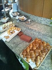 カフェトスカの焼きたてパンの写真