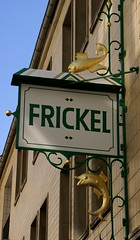 Wiesbaden, Marktstraße, Fisch-Frickel (HEN-Magonza) Tags: wiesbaden marktstrase fisch fish werbeschild shopsign cantileversign hessen hesse deutschland germany