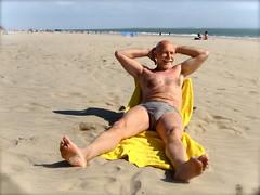 Royan, plage de la Grande Côte 480 (bernard-paris) Tags: mer beach vacances sable naturisme royan naturiste naturistbeach plagenaturiste plagedelagrandecôte