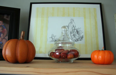 pumpkins_in_apothecary_jar