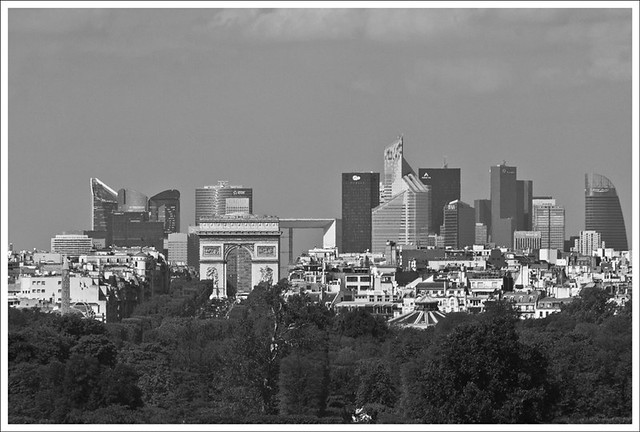 From the Louvre to The Arc de Triomph to La Defense BW