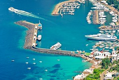 via dal porto (Crimilde_) Tags: sea island capri mare harbour porto isola