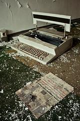 Mquina de escribir (Rosa Ros) Tags: berlin abandonado irakembassy