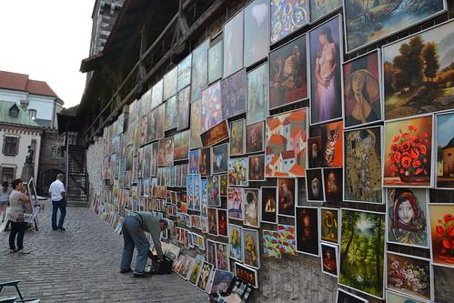 Cuadros en la muralla de Cracovia