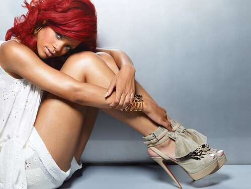 31509-rihanna-red-hair