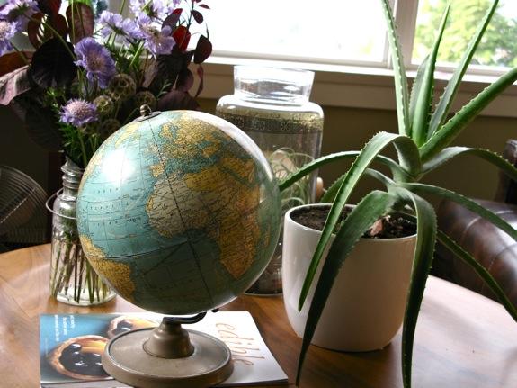 vintage globe 001