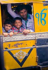 Rickshaw (LPelka) Tags: voyage street india black yellow children asia portait tuktuk sikh punjab rickshaw enfant amritsar goldentemple inde indedunord templedor