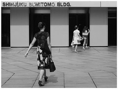 Stefan Hchst (It's Stefan) Tags: blackandwhite bw blancoynegro monochrome japan walking tokyo women shinjuku doors noiretblanc biancoenero entrence   shinjukusumitomobuilding siyahvebeyaz schwazweis  monomonday stefanhchst