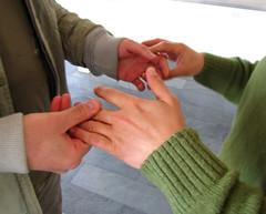 Taller-intercambio (delaefe) Tags: pareja manos taller comunicacion