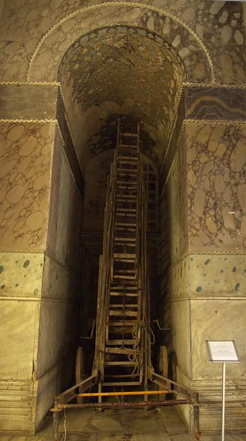 聖索菲亞教堂室內的木梯