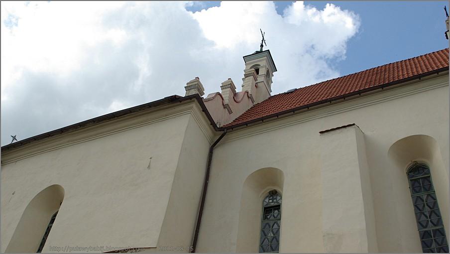 Janowiec Kościół widziany z ul.Kościelnej
