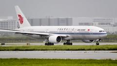 Air China's Triple Seven (hugociss) Tags: china rain airport shanghai air international airline boeing t3 pudong 777 shangai airway pvg 777200 500px zspd b2064