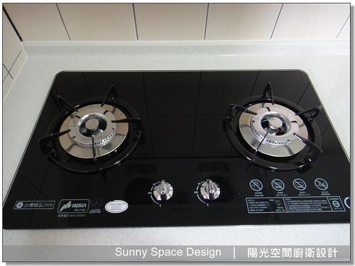 廚房設計-中和連城路曹設計二字型廚具:豪山牌雙口玻璃爐:SB-2182-陽光空間廚衛設計