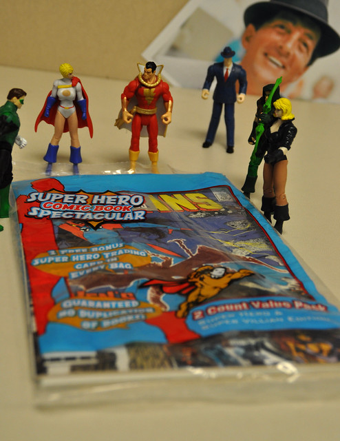 Justice League inspects the comics (4)