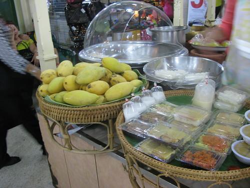 mangoes & sticky rice