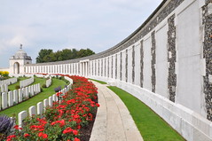 Tyne Cot Memorial - Zonnebeke (Rob Lovesey) Tags: world war first tyne graves belguim commission commonwealth cot salient ypes