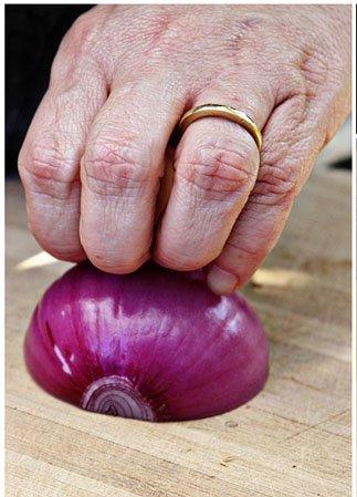 Aprenda a cortar cebola do jeito certo