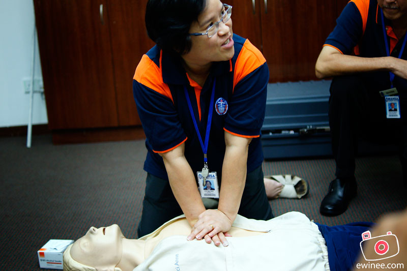 MAHSA-UNIVERSITY-COLLEGE-CPR-COURSE-teach